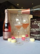 Coffret Rose Eternelle Malard + Macarons Champenois